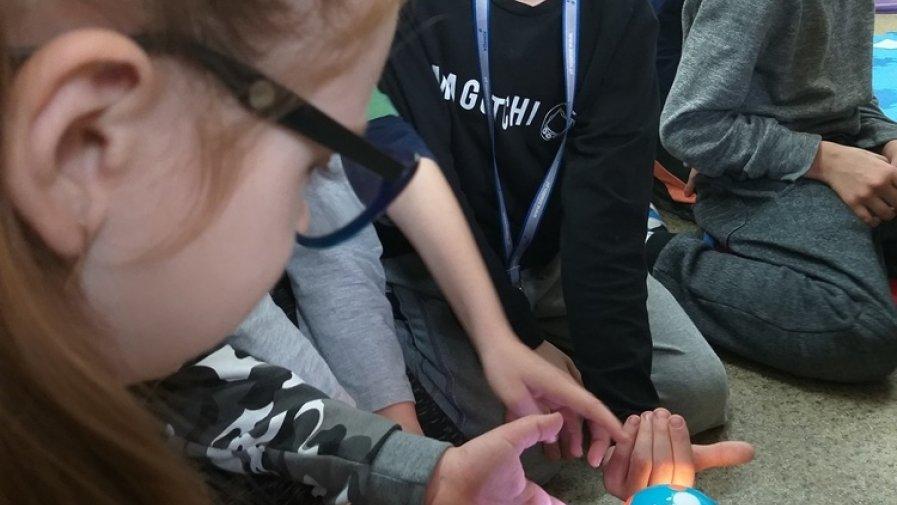 Zabawa z robotami – najmłodsi programują